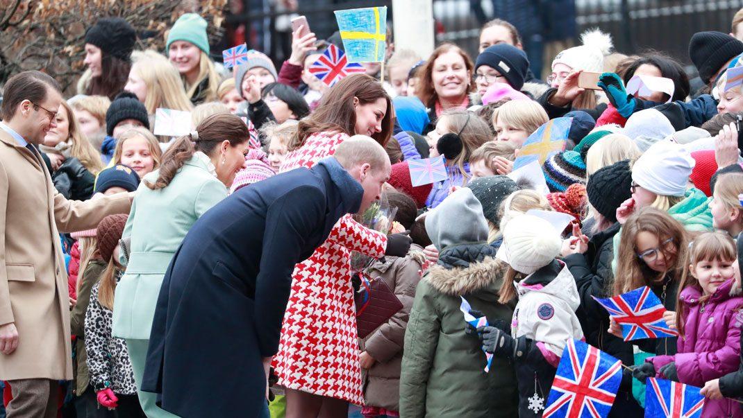 Se bilderna! Kate och Will tar emot barnens jubel