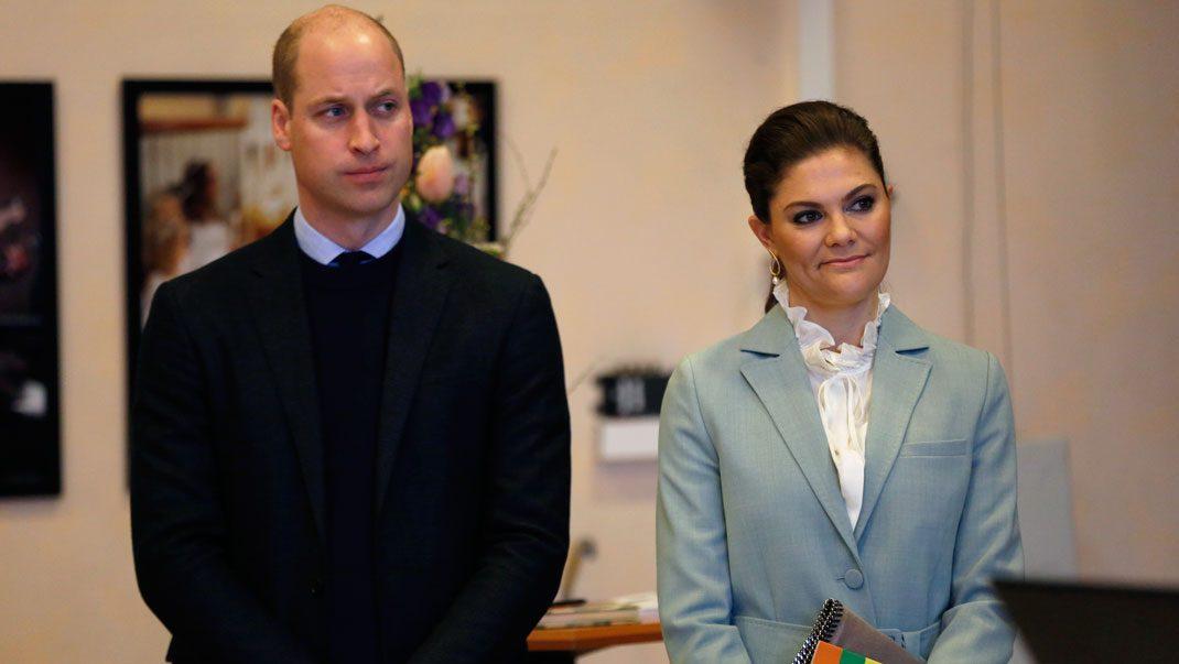 Kronprinsessan jobbar på – trots förkylningen