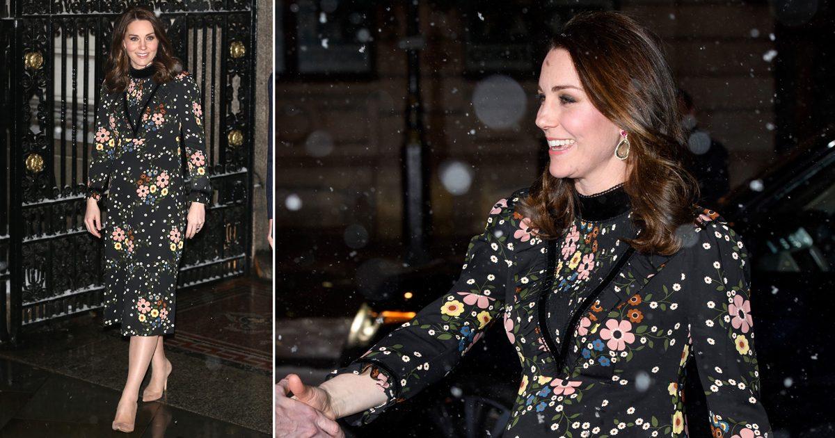 Kate bar klänning och klackar trots snö och iskyla