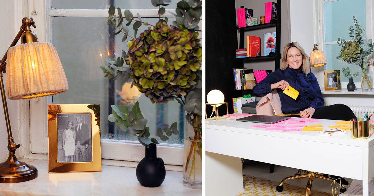 """Författaren Denise Rudberg: """"Mitt hemmakontor är ett  lekrum för vuxna"""""""