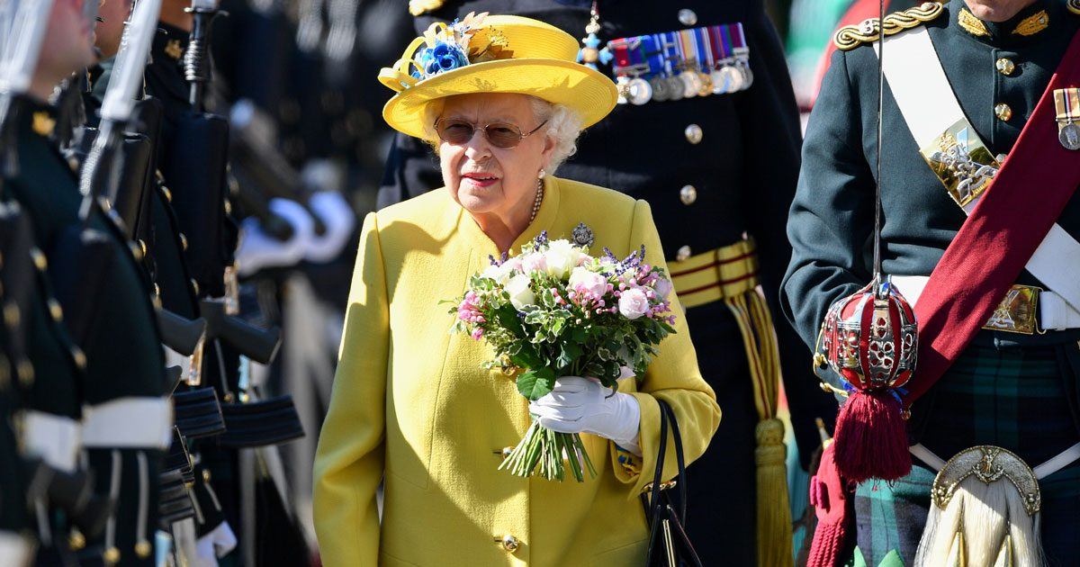 Drottning Elizabeth tillbaka till jobbet efter förkylningen