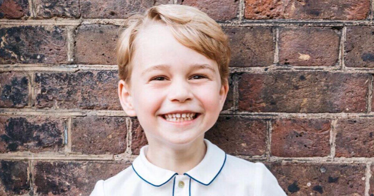 Här är hovets nya bild på prins George!