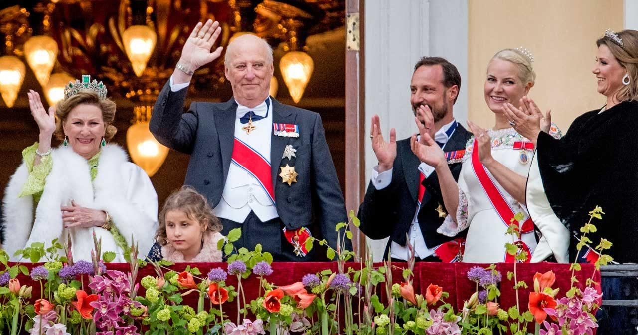 Familjefest när Sonja och Harald firar kärleken!