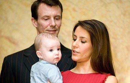 Prinsessan Marie vägrar lämna prins Henrik hemma när hon jobbar