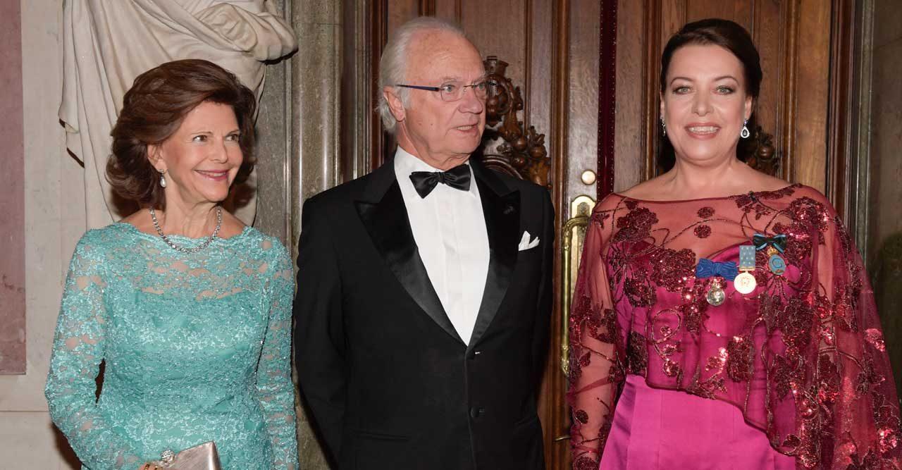 Se bilderna från kungaparets festkväll på Operan