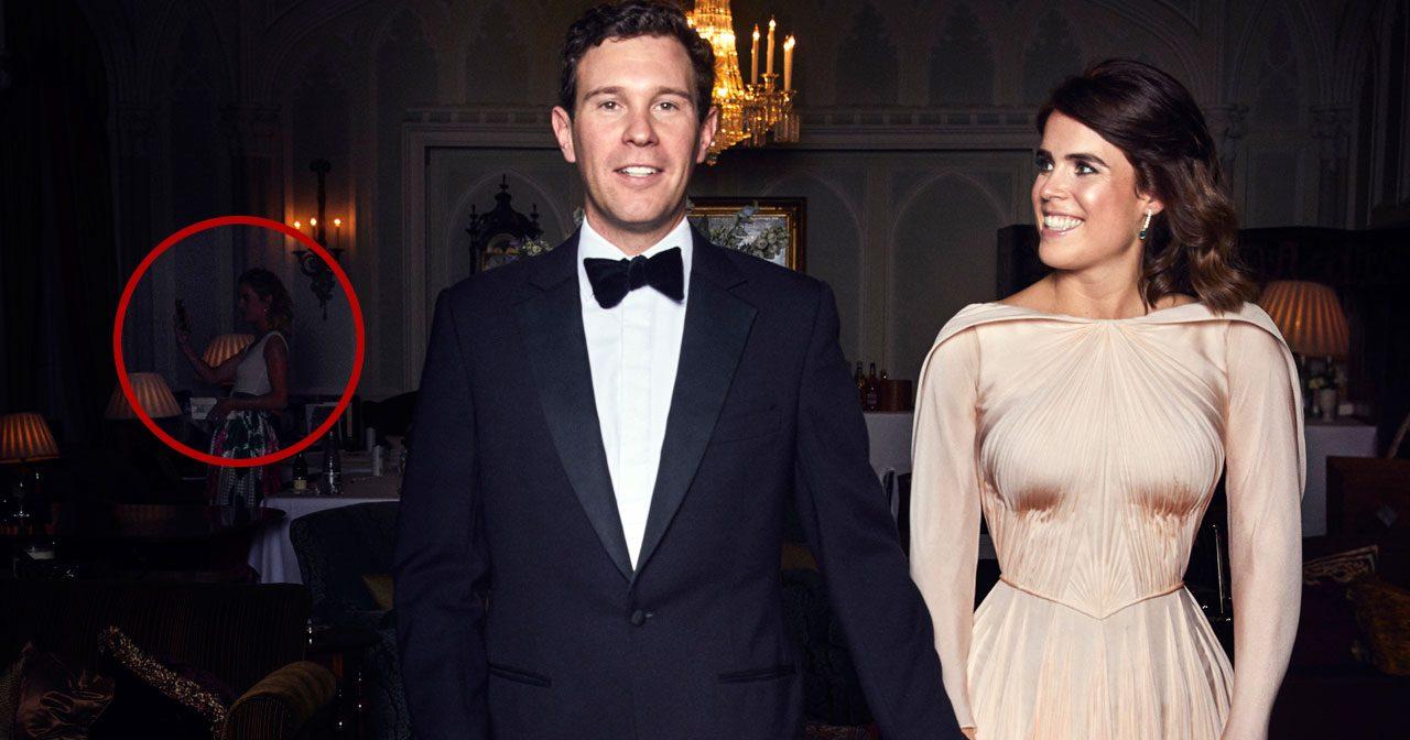998a73392713 Prinsessan Eugenies officiella bröllopsbild blev selfie-kapad - av prins  Harrys gamla ex!
