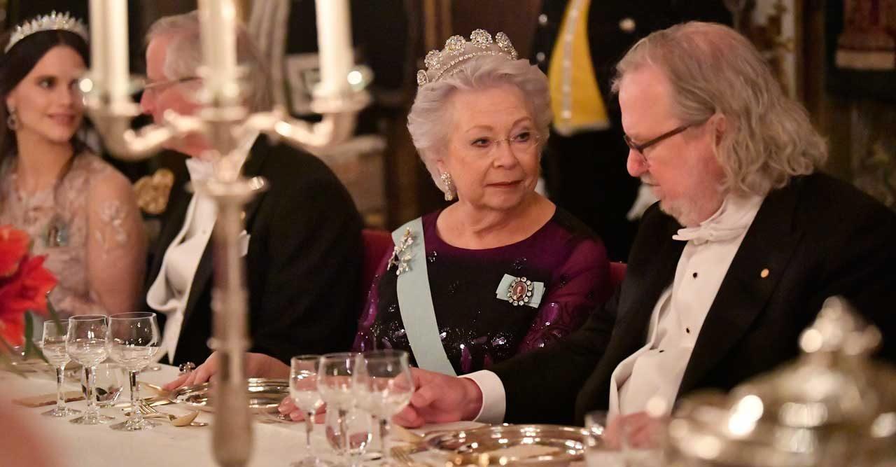 De blev bjudna till kungens middag på slottet!