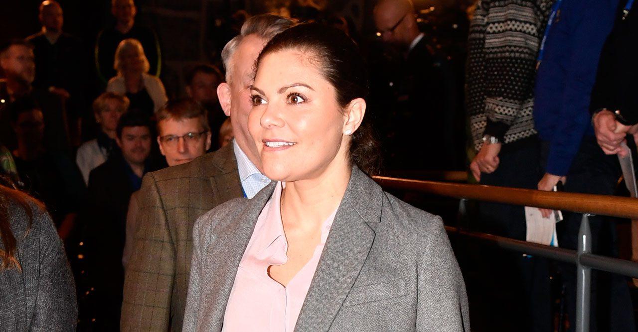 Kronprinsessan Victoria i grå kostym
