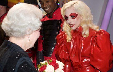Veckans kungliga överraskning: Drottning Elizabeth och Lady Gaga i hemligt samtal