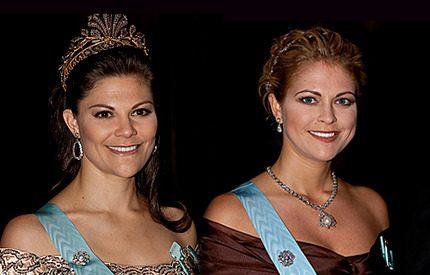 Madeleine och Victoria tog nya stilpoäng på kungens Nobelmiddag