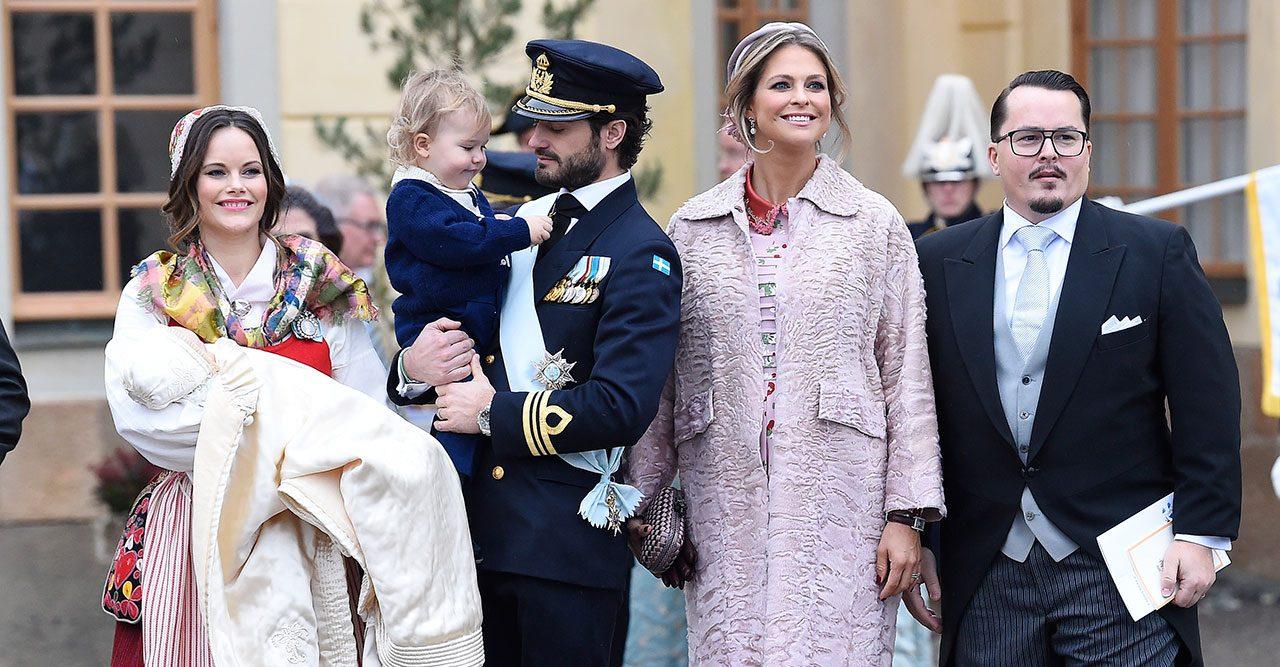 Prins Carl Philip kör så det ryker