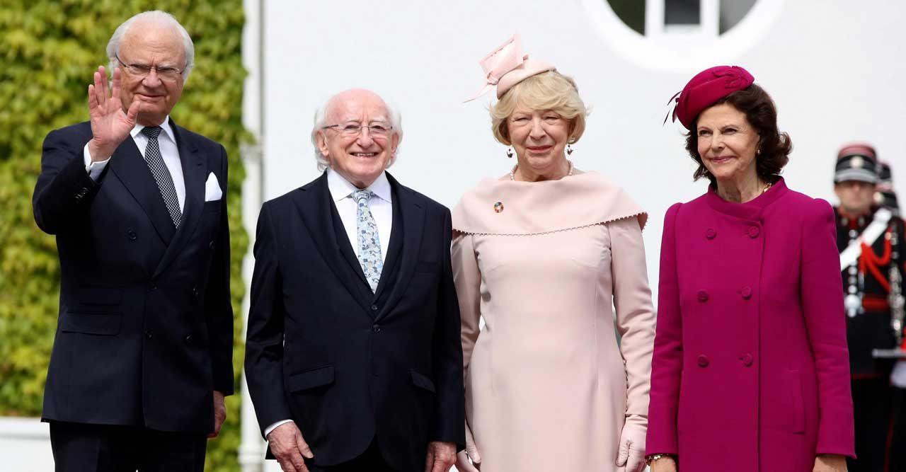 Drottningens härliga färgchock! Se bilderna från statsbesöket