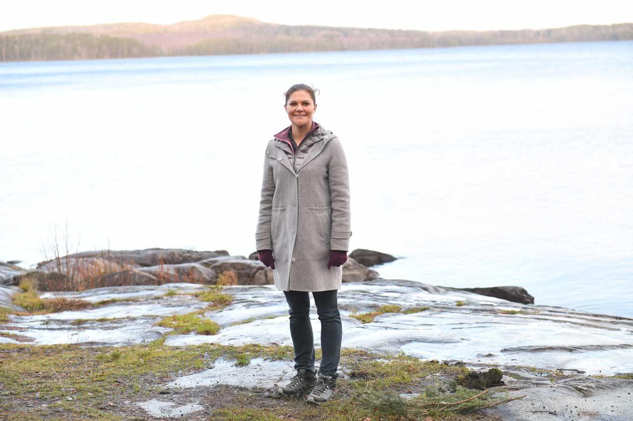 Victoria i tårar på familjevännens begravning
