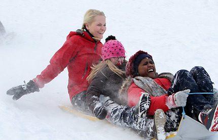 Mette-Marit lärde skolbarnen att åka skidor