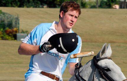 Prins Harry spelar polo för att hjälpa barn i Afrika