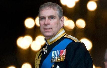 Prins Andrew fyller 50 – firas av hela den kungliga familjen