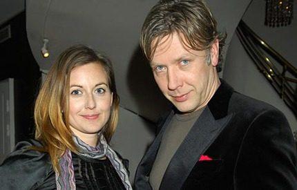 Mikael Persbrandt blir tvåbarnspappa i sommar
