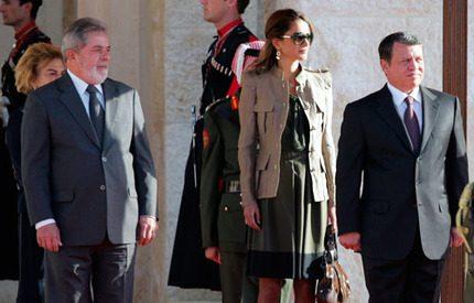 Drottning Rania saknar sina barn under alla resor