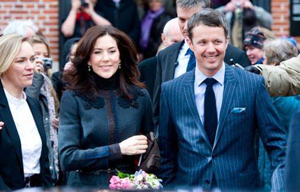 Kronprins Frederik vikarierar för sina sjuka mamma