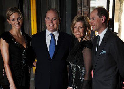 Webb-tv: Prins Edward tittade på klänningar med furst Albert