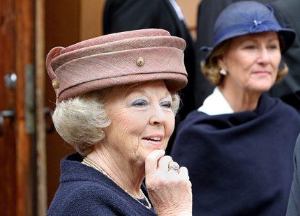 Drottning Beatrix på norsk sightseeing i ny hatt