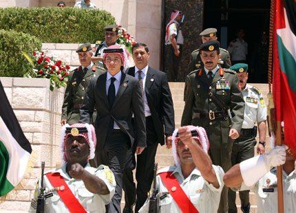Kronprins Hussein ute på sitt första uppdrag