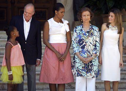 Video: Michelle Obama satte kunglig guldkant på sin semester