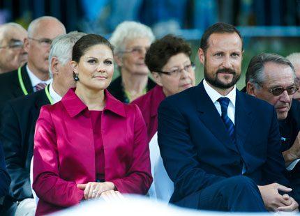 Victoria och Haakon redan tillbaka på jobbet