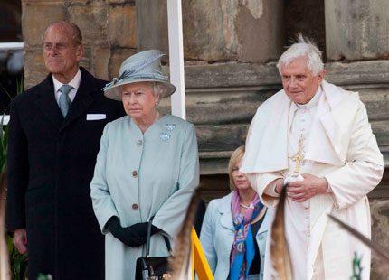Drottning Elizabeth mötte påven i Skottland