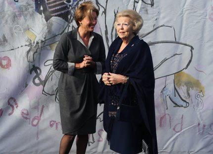 Drottning Beatrix och Emma Thompson möttes på utställning
