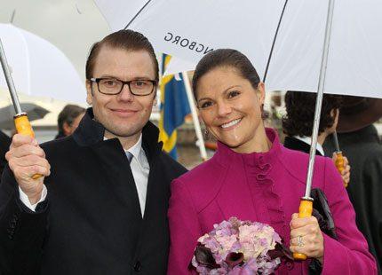 Kronprinsessan en färgklick i ett regnigt Helsingborg