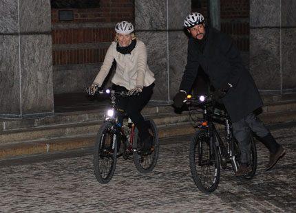 Webb-tv: Mette-Marit och Haakon svarar på frågor från folket