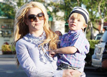 Britney Spears: Leka med barnen håller mig i form