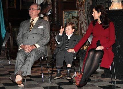 Bildspel: Lille prins Christian på sitt första uppdrag