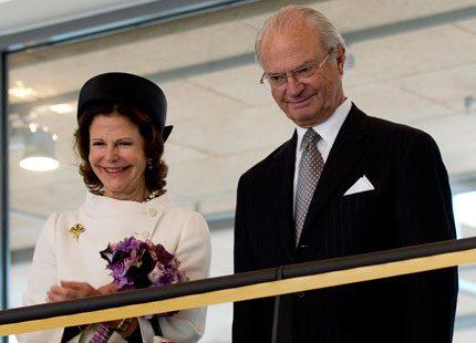 Kungen och drottningen åker till Botswana i mars