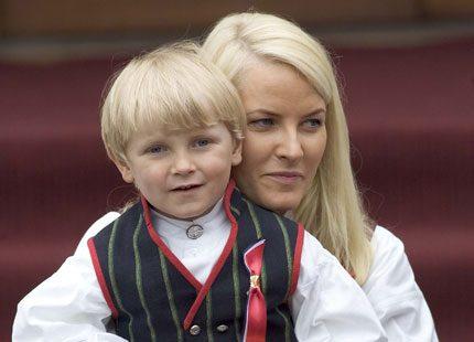 Prins Sverre Magnus firar sin födelsedag i Indien