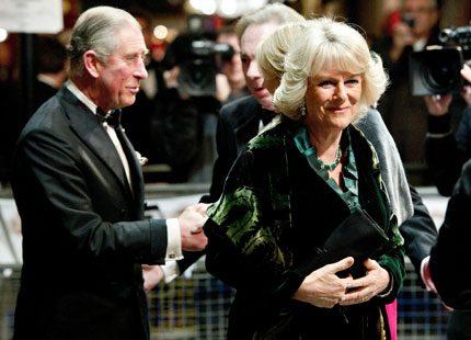 Filmen från attacken mot Charles och Camilla har släppts