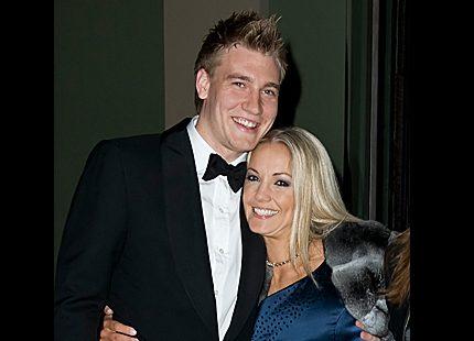 Tv-baronessan Caroline Fleming fick en son!