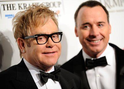 Elton John och hans partner har fått en son