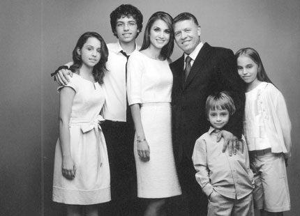 Drottning Rania med familj önskar gott nytt år