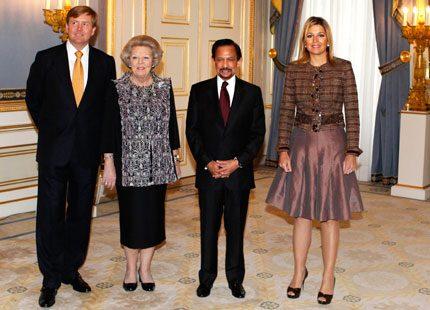 Sultanen av Brunei på besök hos drottning Beatrix