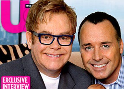 Nu visar också Elton John upp sin bebis