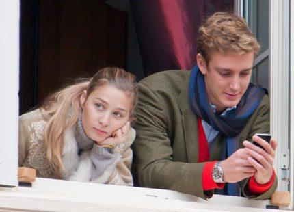 Pierre Casiraghi och hans Beatrice tittade på cirkus från fönstret