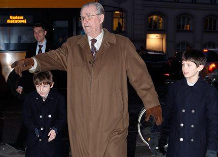 Prins Henrik tog med sig barnbarnen på stan