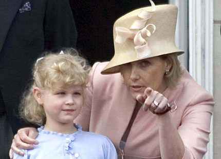 Prins Edwards dotter Louise blir Kate och Williams brudnäbb