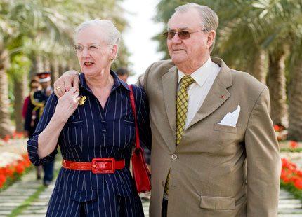 Drottning Margrethe och prins Henrik har tackat ja till bröllopet
