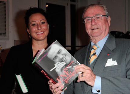Prins Henrik presenterade bok medan frun tittade på skid-VM