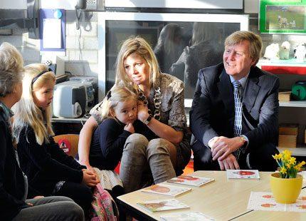 Máxima och Willem Alexander följde med barnen till skolan