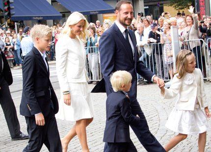 Festligheterna för kronprinsparet har börjat