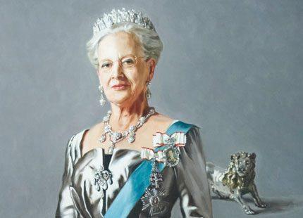 9afede05c325 Drottning Margrethe i silver   Svensk Damtidning